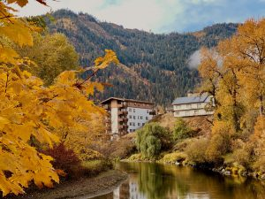 Fall colors and foliage in the waterfront park in Leavenworth, Washington