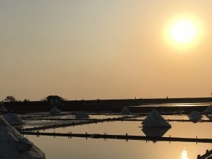 instaworthy photos of sunset at Jingzijiao Salt Fields in Tainan